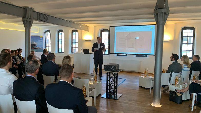 Christoph Havermann, Ebner Stolz, moderierte die Veranstaltung.