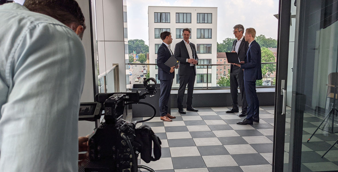 Ebner Stolz begleitet erfolgreich die Sanierung der Mobilkranbauer Tadano Demag und Tadano Faun