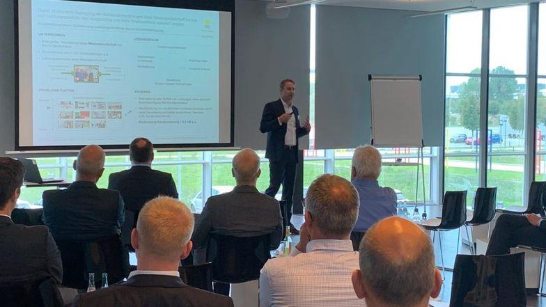 Harald Göbl, Ebner Stolz, sprach über Kosteneinsparpotenziale im Einkauf.